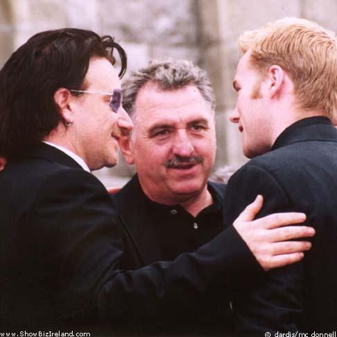 http://www.showbiz.ie/images/stars/bonofuneral10.jpg
